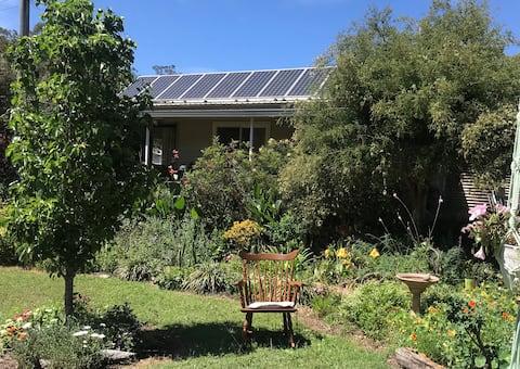 Grevillea Cottage Entire cottage. Garden paradise.