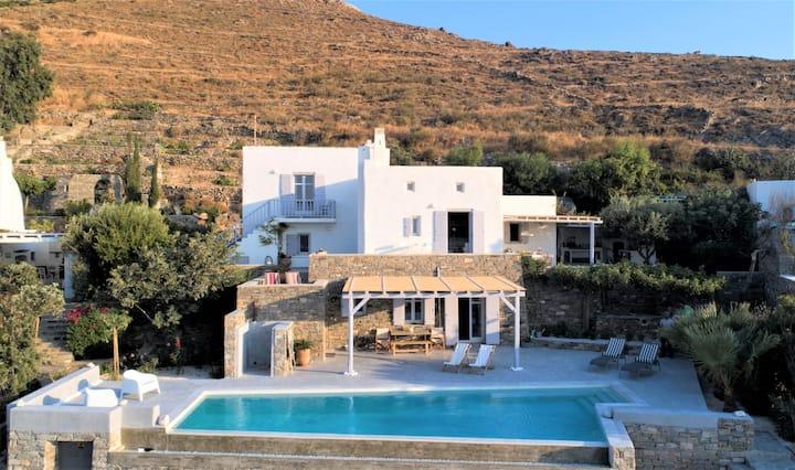 Villa Elpamayo with private pool close to Parikia