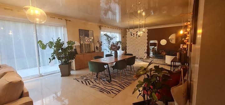 Chambre privee 20 m2 dans maison 5 kms paris