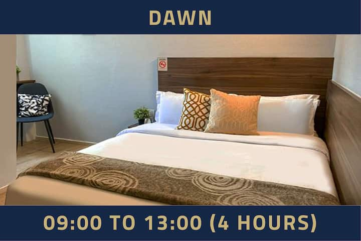 Double room with window, 4 hours: 9AM-1PM in Bugis