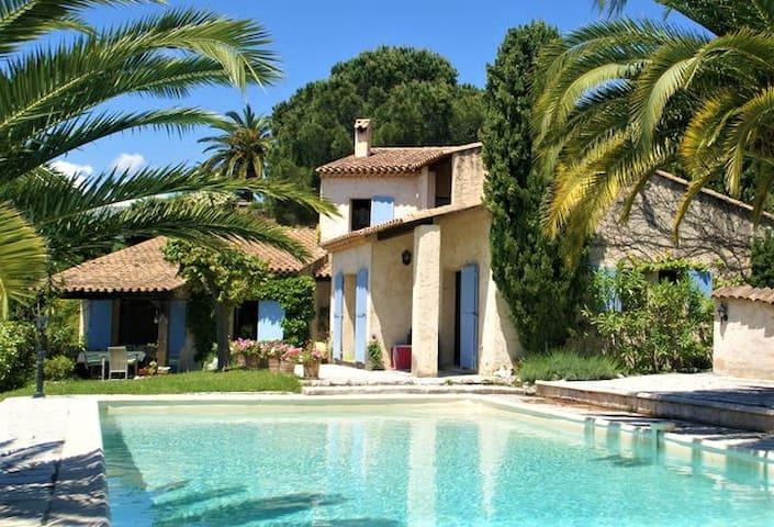 Beautifully located villa,king size pool,sea view