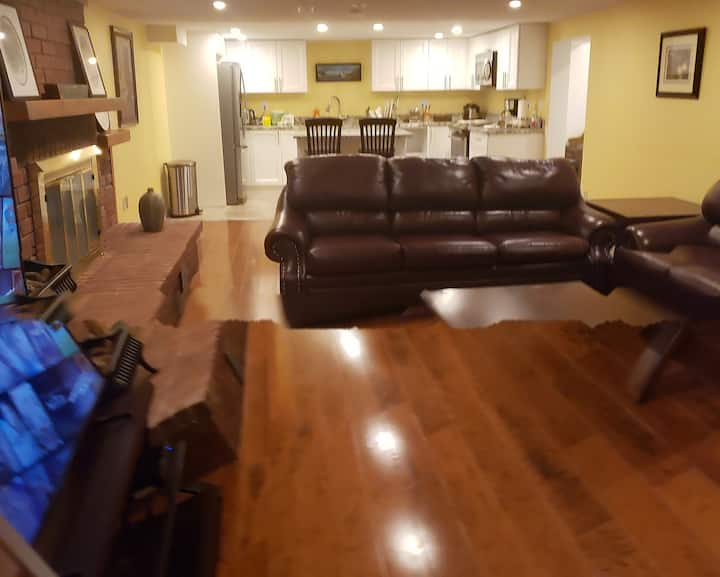 Deluxe one bedroom in heart of Bowmanville