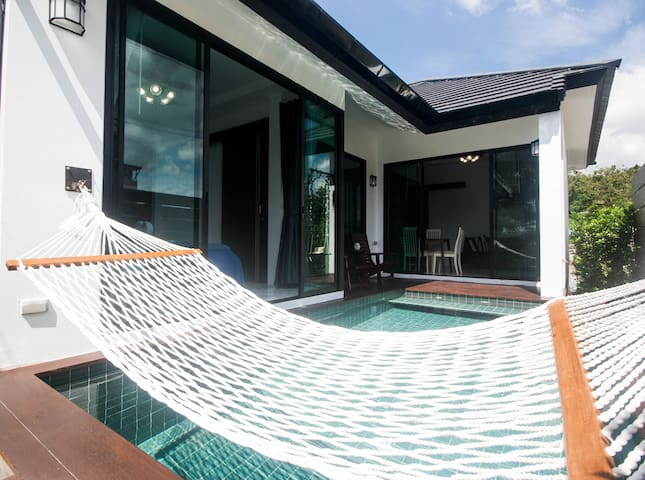 The pool intouch villa -Nearly beach 600m.-