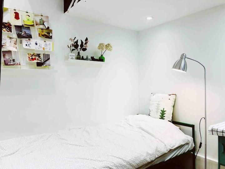和平妈妈的民宿——陕西南路地铁站旁两张单人床的精致小公寓