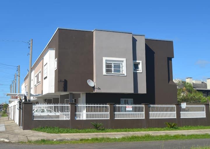 Lindo Duplex 3 Quartos, no Centro, a 1 km da Praia