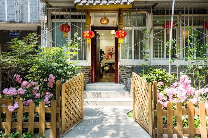「苇尾丨繁锦」春节低价!体验老成都生活/出门就是宽窄巷子/近地铁/近太古里/欧式风格大一居