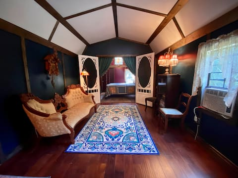 Luxurious, Off Grid, glamping, secluded on 43acres