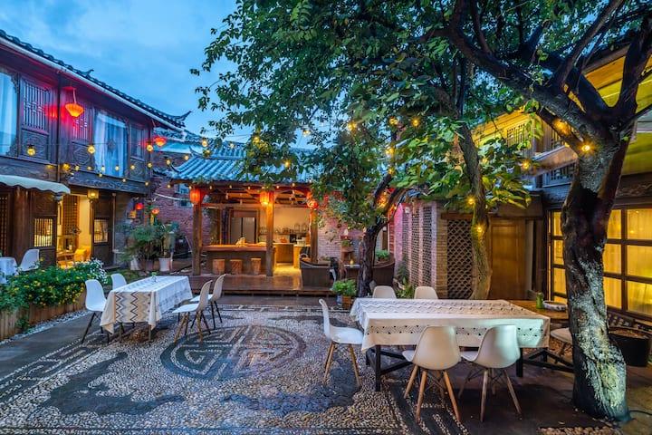 古城中心,花园庭院独栋整租,6间高颜值房,可6~12人,赠早餐+聚会happy+自助厨房+打卡圣地