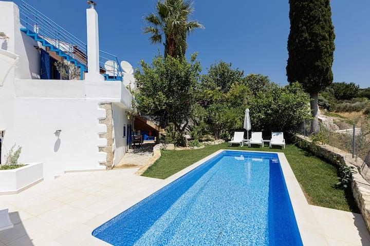 Anna's Villa-Traditional villa witha modern touch