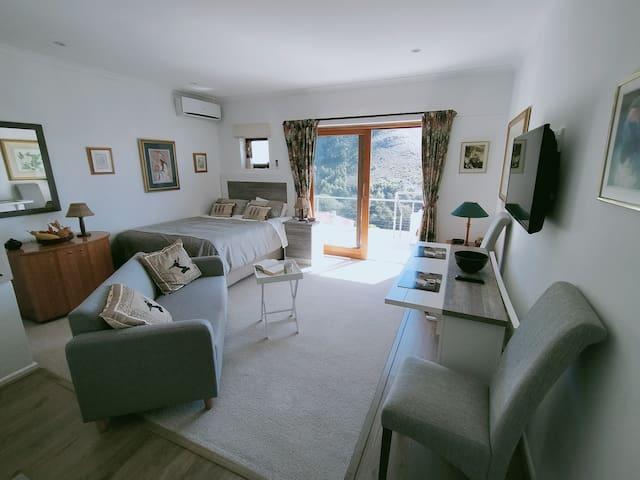 2nd Bedroom - lounge/diner