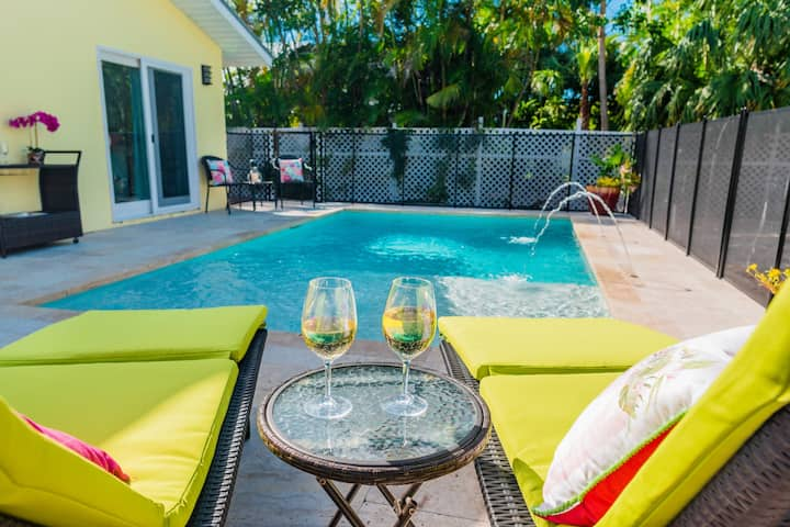 577 Sunny Daze | NEW Heated Pool - Walk to Beaches