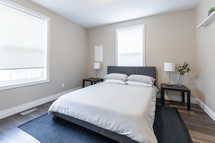 Bed room 1 (Main floor) - Queen size bed with memory foam mattress. Four pillows for your extra comfort