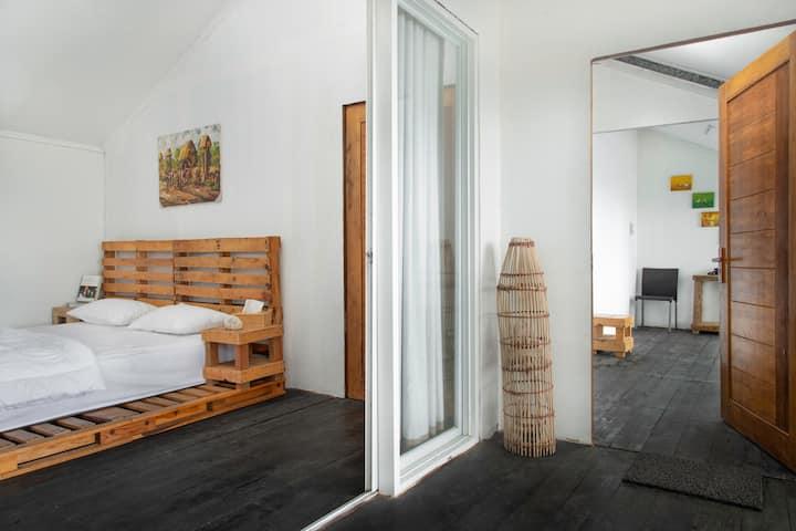 Family room 09 (Dengan teras kamar menghadap laut)