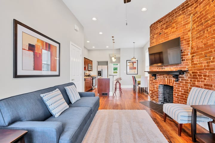 St. Louis Townhome-Perfect for Groups! Sleeps 13!!