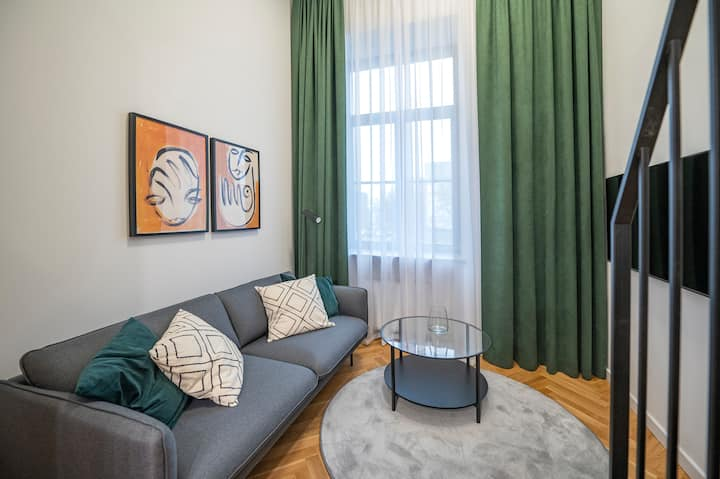 Newly furnished apartment in the city center!