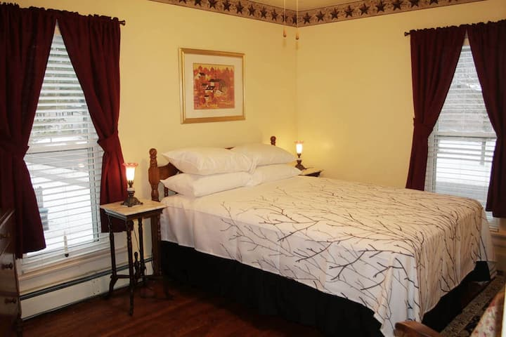 Americana Room at Saisons Inn