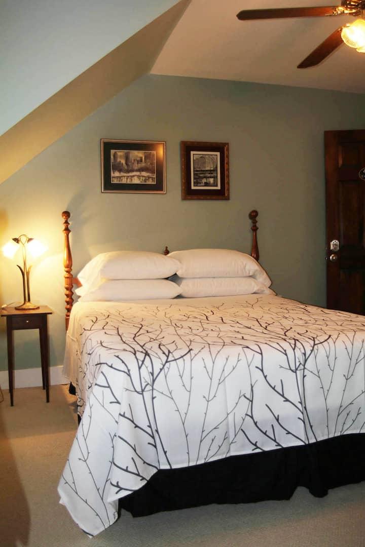 Excelsior Room at Saisons Inn