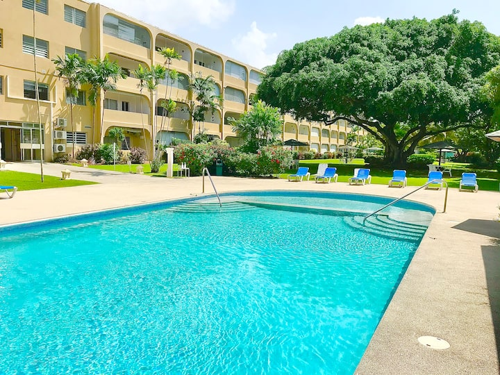 Minutes from the BEACH in the heart of HOLETOWN
