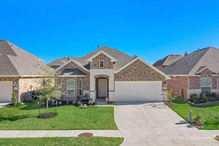 New Home in Kingwood with Open Space to Entertain
