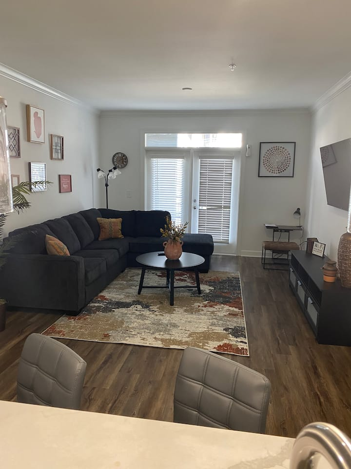 Comfortable Spacious 1BD / Home away from Home