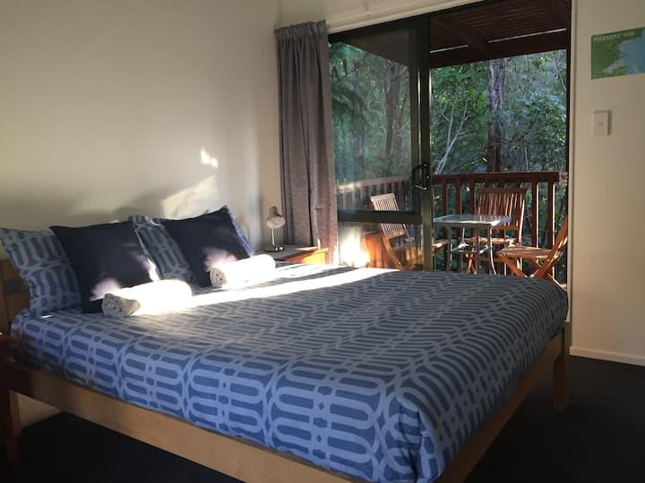 Family Room near Abel Tasman in bush surroundings