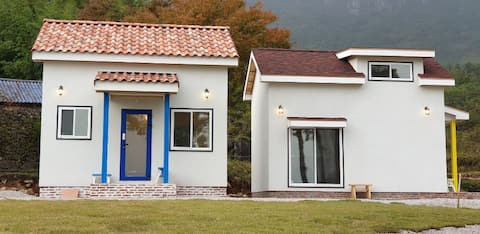 Blue house 블루하우스