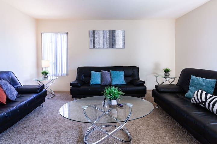 Modern 1BR + Pool+Jacuzzi✰Steps to the  Beach