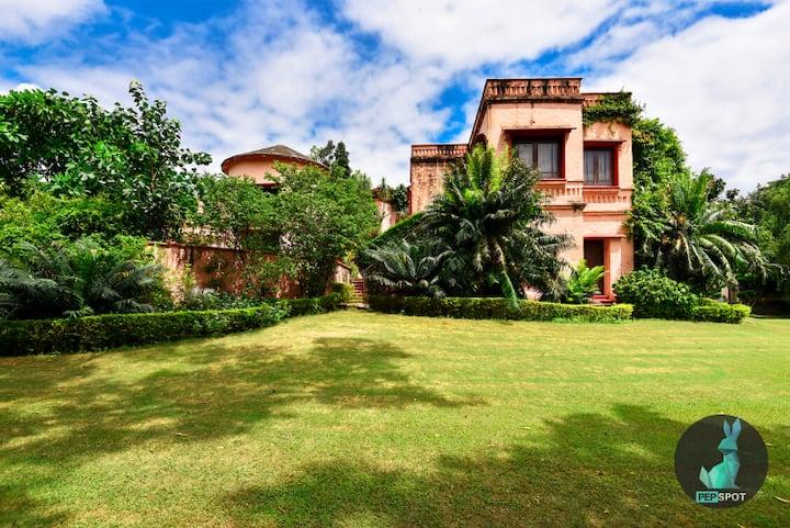 Villa for parties near Chattarpur- Pepcasa 0808