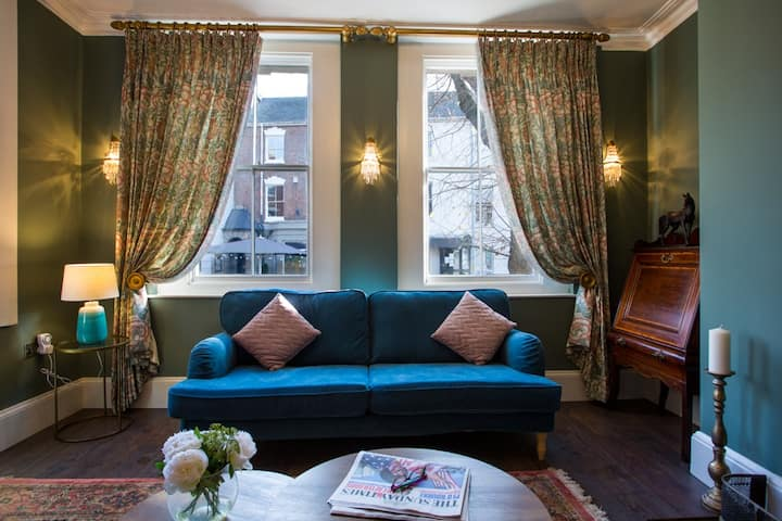 Moreton House Suite 2 near Gloucester Quays/Docks