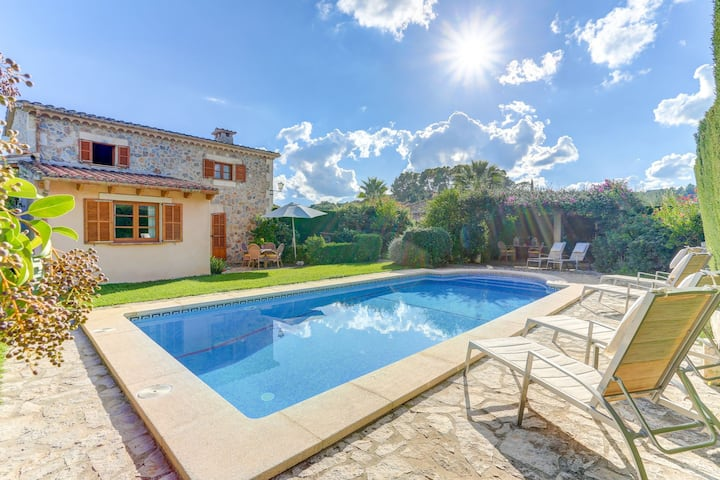 Cozy and Traditional Mallorquín house with pool