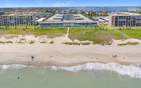 Amazing Condo at Beachfront Complex Cocoa Beach