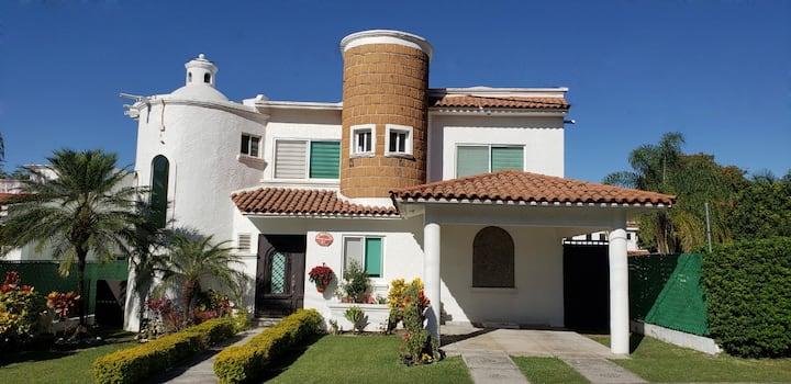 Casa Quetzal -Confort- Fracc. Lomas de Cocoyoc -