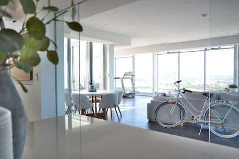 ♥PENTHOUSE♥City Views♥Superking bed♥1 Car space♥