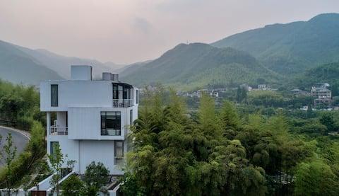 莫干山小巴厘岛,云淡浴缸大床房,网红鸟巢、吊床,超大山林泳池 ,精美早餐,免费停车
