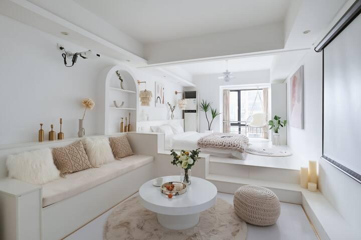 可长租【白&Max投影】可洗衣做饭丨1m8双人床丨地铁二号线直达新街口,近河西万达