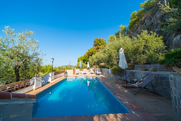 Villa con vistas en Frigiliana. Piscina privada.