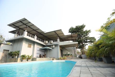 Jumbo Pool Villa Kalyan