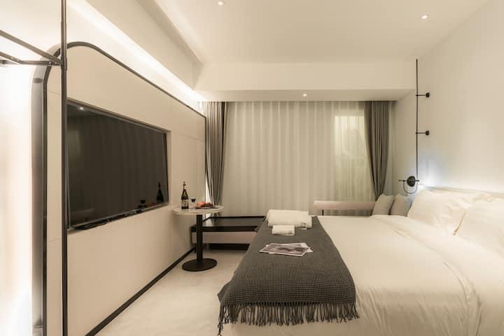 |-醒山纪·雅迪楚里大床房-|设计师酒店/网红打卡/五一商圈/烈士公园/赠睡前酒-微醺而眠