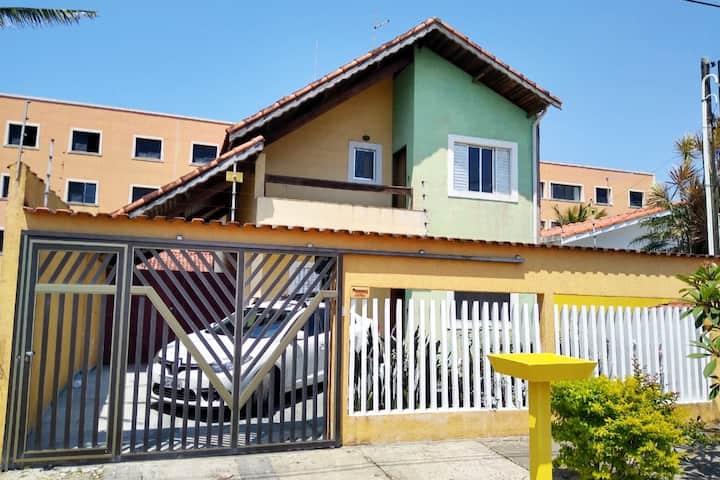 Casa 350m da Praia + Churrasqueira + Wifi +5 vagas