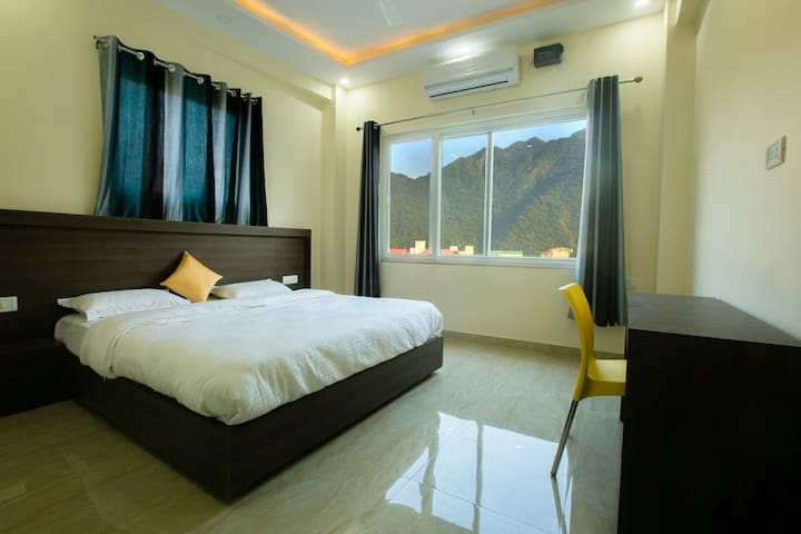 Private Room in Rishikesh with a Mountain view