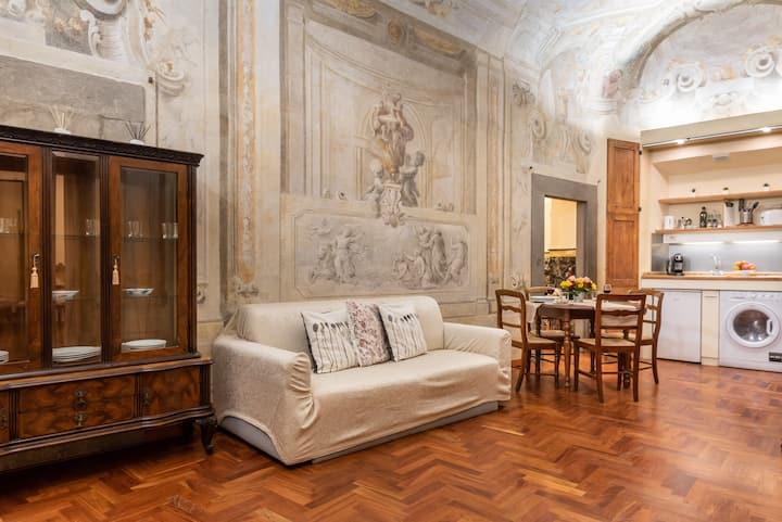 [Ponte Vecchio Apartment]
