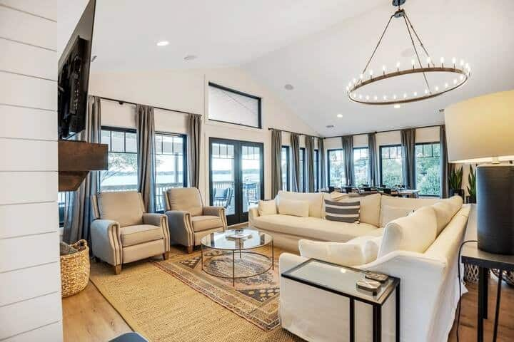 Luxe Lakefront Private Getaway on Lake Norman!