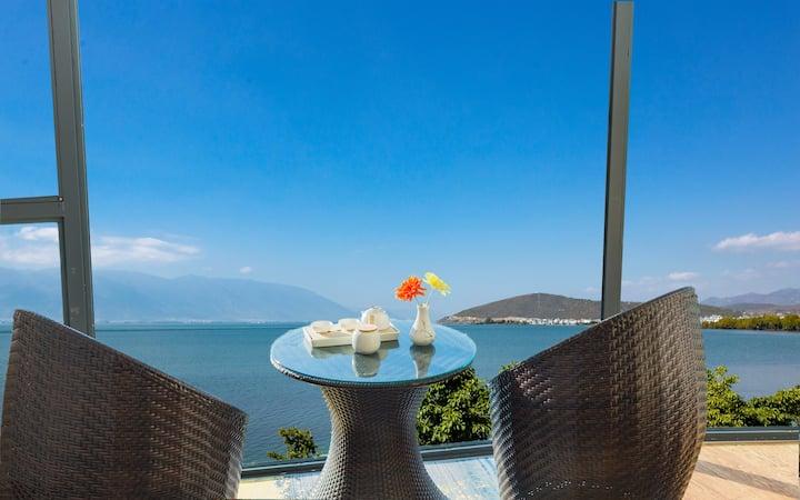 洱海最美海岸线,180度海景双床,整面落地窗,出门洱海,含早餐