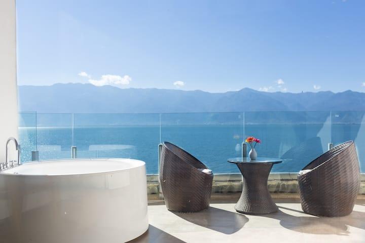 最美海岸线,180度露台海景影院星空大床,顶楼视野,白天露台喝茶观景,晚上躺床满天星辰