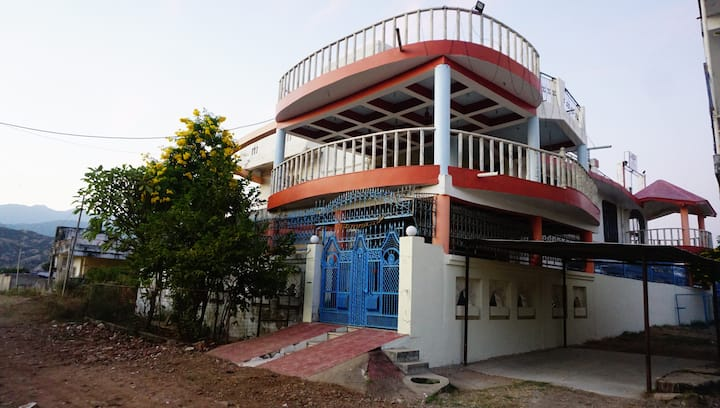 Luxurious 4-Bedroom Villa at Base of Mount Abu