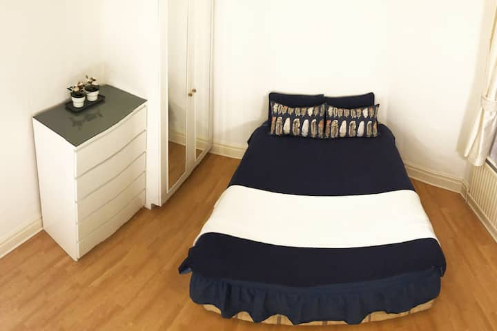 Zone 1, double room for women, work from home