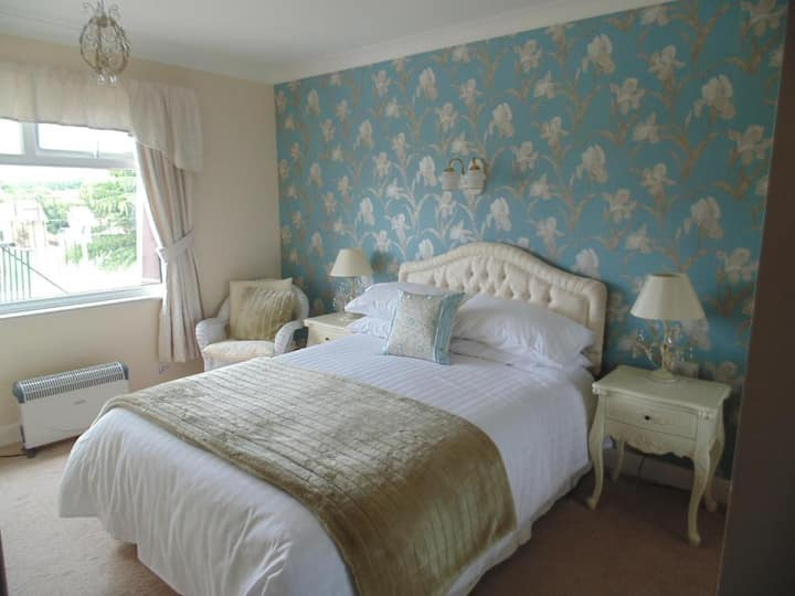 Double Room◘TV in each Room◘Free on-site Parking