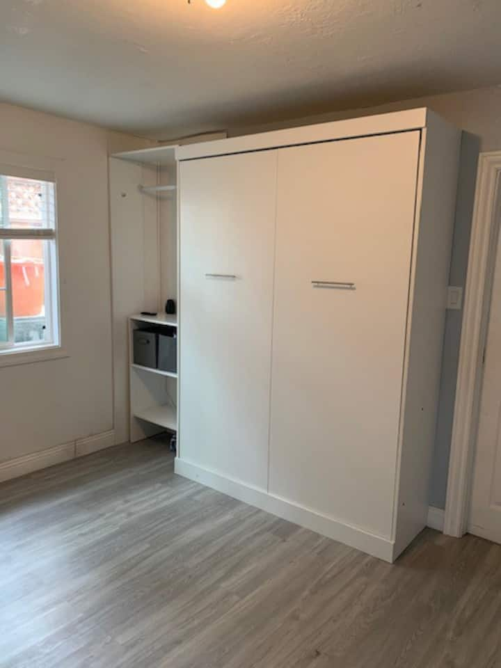 Modern 1 bedroom apartment with Loft,  Parking