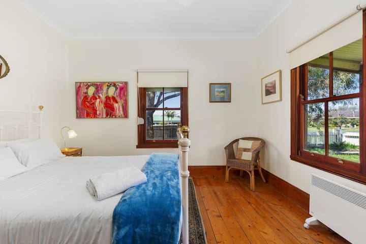 The two bedrooms feature antique wrought-iron Queen size beds in spacious surrounds, with the master enjoying views across the veranda to the setting sun. True to its name, this is Sunset Cottage.