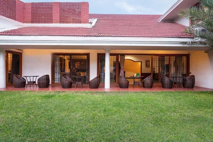 3 BHK@Dwaraka Inn-Rustic villa w/ modern interiors